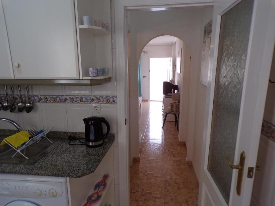 LTCJ004: Town house for rent in Las Filipinas