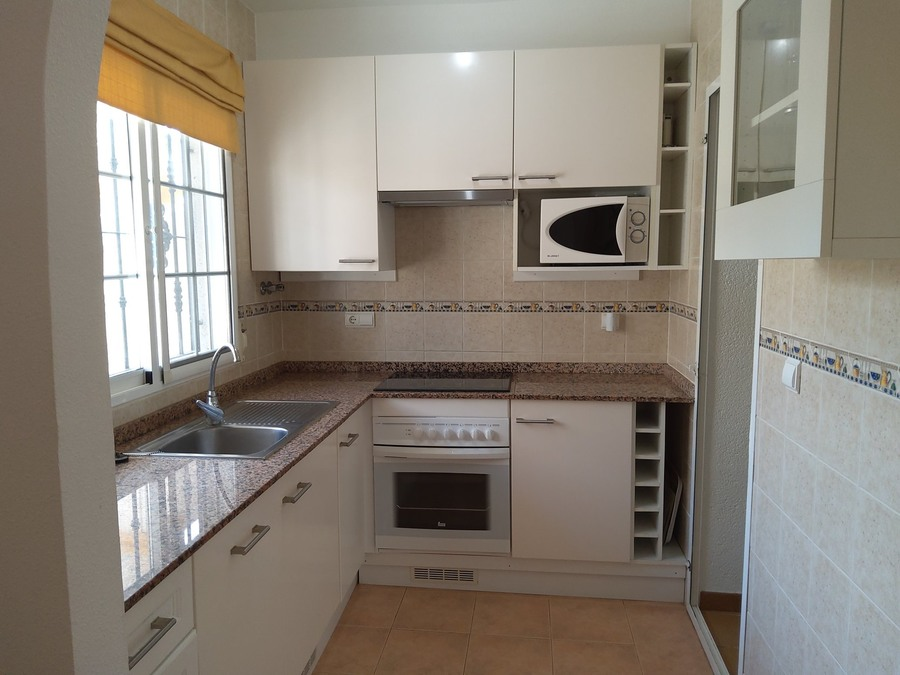LTLF001: Townhouse for rent in Las Filipinas